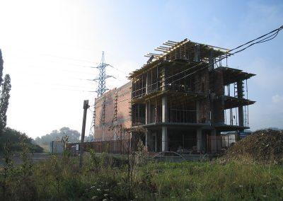 Груб строеж и довършителни работи на офис сграда и складове
